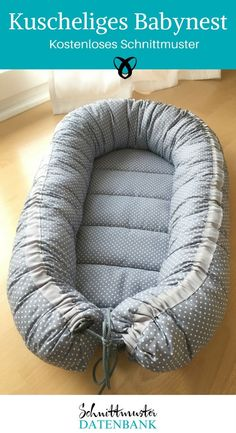 In Skandinavien schon lange ein Muss: das Babynest mit weicher Polsterung. Es is… A must in Scandinavia for a long time: the baby nest with soft padding. It is an ideal sewing project for expectant mothers or a perfect gift… Read Sewing Dress, Love Sewing, Sewing Patterns Free, Free Pattern, Pattern Sewing, Diy Bebe, Baby Sewing Projects, Baby Sleep, Beautiful Babies