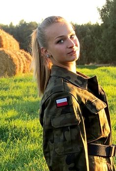 Polish army Idf Women, Military Women, Poland Girls, Polish People, Female Soldier, Army Soldier, Military Girl, Military Personnel, Girls Uniforms