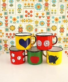 Retro mugs. Be honest, is it wierd that I'm obsessed with mugs/teacups?