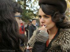 Maquillaje de Adriana Ugarte en El tiempo entre costuras