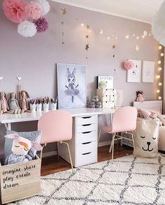 Estrellas,pompones y alfombra para makeuproom