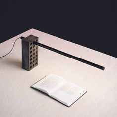 Elevate Task la lampe grue par Kistian Aus - Blog Esprit Design