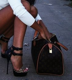 LV on the ground gross!!! love the pumps!!!