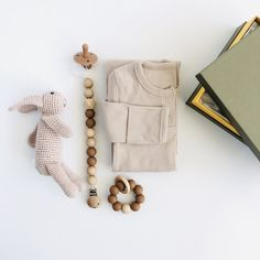 A simple and elegant new baby arrival gift set, all beautifully wrapped in our Classic gift box. * Soft ribbed baby bundler in Oatmeal with fold-over scratch mitts and button neck opening. Fits 0-6 months. * Silicone and beech wood 20mm bead teether and pacifier clip set in Clay. * Handmade organic cotton crochet bunny in Taupe. Measures approx 22cm. * All orders arrive beautifully gift wrapped in our Classic gift box (26x18x8cm). Re-use as a keepsake box. Bundler Fine ribbed, soft cotton…