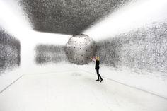 Created by Karina Smigla-Bobinski, ADA is an analog interactive installation, post-digital art-making machine, and kinetic sculpture. Transparent, filled up wit Installation Interactive, Interactive Art, Installation Art, Drawing Machine, Museum Of Contemporary Art, Process Art, Oeuvre D'art, Les Oeuvres, Digital Art