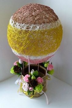 Bellas decoraciones con esferas de hilo - Dale Detalles Cd Crafts, String Crafts, Hobbies And Crafts, Easter Crafts, Holiday Crafts, Diwali Decorations At Home, Paper Decorations, Candy Flowers, Paper Flowers
