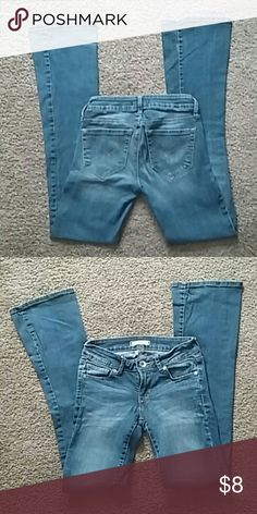 Bullhead jeans better pics tomorrow Blue jeans made by Bullhead they're in great condition no flaws no stains . Size 0 regular with boot cut Bullhead Jeans