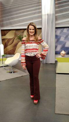 Regiane Tápias veste blusa Haes, calça Lofty Style e sandália Donna Dorff.