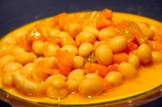 Voici un plat traditionnel de ma famille... il a bon tempérament ; vous pourrez le manger bien chaud en hiver, en été glacée et le reste du temps tiède. N'oubliez surtout pas de l'arroser d'un trait d'huile d'olive et de l'assaisonner avec du piment......