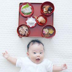 . #お食い初め . おかげさまで無事に娘が生後100日目を迎えることができました。娘が食べるわけじゃないので簡易メニューですがお食い初めを。メニューは簡易ですが、#歯固め石 はとってもこだわりました。なにをかくそう @a10o12 さんに選んでもらったという…詳しくは次のpicにて . #生後100日 #育児 #子育て Baby Photos, Family Photos, Japanese Babies, Baby Kids, Photo And Video, Birthday, Instagram, Family Pictures, Baby Pictures