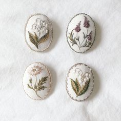 Cute Embroidery, Hand Embroidery Stitches, Silk Ribbon Embroidery, Hand Stitching, Small Gifts, Needlework, Creations, Cross Stitch, Arts And Crafts