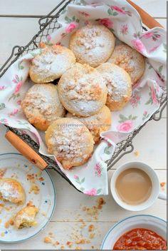 Breakfast rolls with coconut crumble. Pretzel Bites, Rolls, Coconut, Bread, Breakfast, Desserts, Food, Morning Coffee, Tailgate Desserts