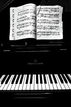 #lieberDschinni, mein Klavier würde ich gerne zum Hybrid-Piano aufrüsten lassen, damit ich auch spät abends mit Kopfhörern noch üben kann, ohne dass sich die Nachbarn beschweren ;-)