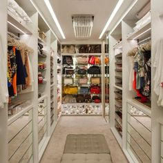 Closet models: 50 ideas that bring beauty and functionality together - ChecoPie Walk In Closet Design, Bedroom Closet Design, Master Bedroom Closet, Closet Designs, Dressing Room Closet, Dressing Room Design, Teen Closet, Wardrobe Room, Luxury Closet