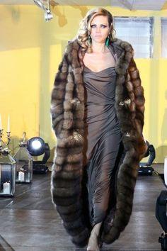 sable fur coat Sable Fur Coat, Fabulous Furs, Fur Clothing, Vintage Fur, Fur Fashion, Photography Women, Elegant Woman, Fur Jacket, Supermodels