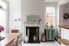 La semana pasada os enseñaba una casa inglesa que gusto muchísimo con diferentes tonos lilas y blanco ( podéis verla aquí) . Muchos de noso...