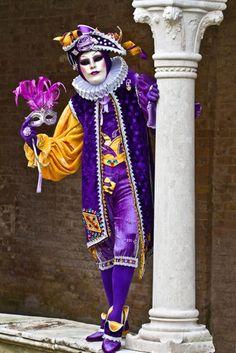 Ya el año pasado por las fechas de Carnaval preparé unas entradas dedicadas a esta fiesta.     Un post con una amplia recopilación de colo...