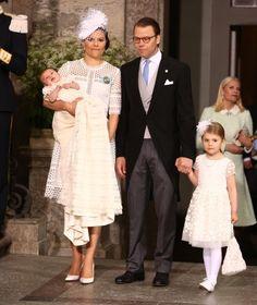 So süß langweilt sich Estelle bei der Taufe ihres Bruders Prinz Oscar