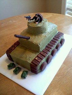 Army Tank on Cake Central Army party military party ideas decorations and food Army Birthday Parties, Army's Birthday, Army Birthday Cakes, Boys Bday Cakes, Birthday Ideas, Bolo Original, Army Cake, Army Tank Cake, Cupcakes For Boys