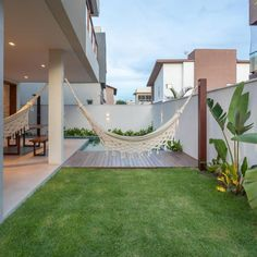 Piso para quintal: veja dicas imperdíveis e 40 modelos para sua casa Small Backyard Gardens, Backyard Patio Designs, Front Yard Landscaping, Landscaping Ideas, Backyard Ideas, Modern Backyard, Small Patio, Patio Ideas, Home Garden Design