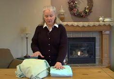 Wie diese Frau ein Spannbettlaken faltet, ist genial. Dieser Trick ist super!