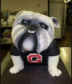 I want to order this Georgia bulldog cake for my Dad's Birthday in April! Wedding Cake Photos, Wedding Photo Albums, Wedding Cakes, Georgia Bulldogs Cake, Bulldog Cake, 3d Dog, Art Web, Dog Cakes, Dad Birthday