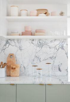 Home Remodeling Traditional Sarah Sherman Samuel:Moore Residence Kitchen Tour Kitchen Countertop Materials, Kitchen Backsplash, Diy Kitchen, Awesome Kitchen, Marble Kitchen Countertops, Kitchen Sinks, Kitchen Cabinets, White Marble Kitchen, 1950s Kitchen