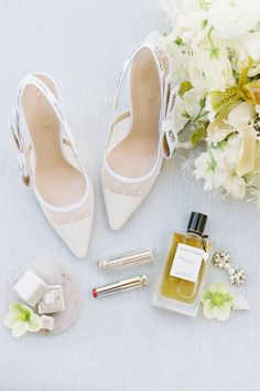 Minimalistic Desert Inspiration With a Sophisticated Feel in Palm Springs Wedding Shoes Heels, Bride Shoes, Wedding Accessories For Bride, Bridal Accessories, Wedding Shoot, Wedding Day, Wedding Morning, Wedding Tips, Garden Wedding