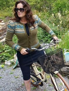 Ravelry is a community site, an organizational tool, and a yarn & pattern database for knitters and crocheters. Cardigan Design, Sweater Cardigan, Fair Isle Chart, Needles Sizes, Yarn Colors, Ravelry, Knit Crochet, Blazer, Sweaters