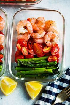 health food Be amazed how only 5 ingredients can make a delicious meal-prep for your whole week. This One-Sheet Pan Shrimp with Cherry Tomatoes and Asparagus (Meal-Prep) is fresh, healthy, low-carb, gluten-free, paleo and of course DELICIOUS! Healthy Drinks, Healthy Snacks, Healthy Eating, Dinner Healthy, Keto Dinner, Breakfast Healthy, Healthy Summer, Fish Recipes Healthy Low Carb, Healthy Weight