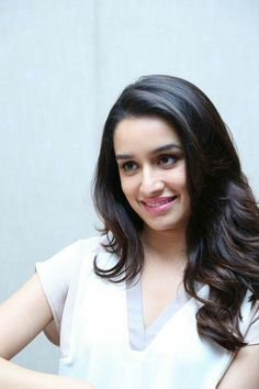 Bollywood Celebrities, Bollywood Actress, Sraddha Kapoor, All Actress, Prettiest Actresses, Cute Princess, Indian Beauty, Most Beautiful, Long Hair Styles