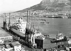 Windsor Castle in Cape Town Harbour 1977 Old Pictures, Old Photos, Hobby Town, Hobby Shop, Merchant Navy, Windsor Castle, Most Beautiful Cities, African History, Vintage Photographs