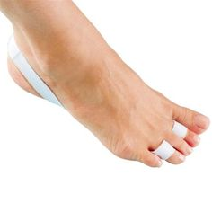 Hammertoe Straightener by FootSmart. $6.99. A little pull to help your hammertoes straighten up. Stop enduring the pain of hammertoes and clawtoes with the help of this simple toe straightener. The strong elastic heel wraps around the back of the foot then goes under the foot to the toes for effective hammertoe treatment. Regular use helps to strengthen the forefoot muscle and alleviate calluses and other painful side effects of hammertoes.