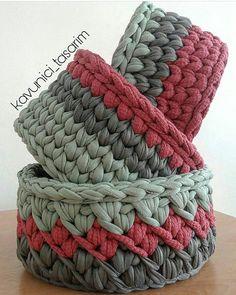 New crochet basket bottom ideas Crochet Bowl, Love Crochet, Crochet Gifts, Crochet Yarn, Crochet Stitches, Crochet Patterns, Yarn Projects, Knitting Projects, Crochet Projects