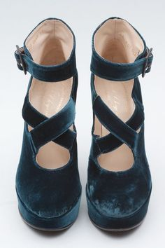 velvet. @Shaina Pagani Pagani Radunz Davies-King how nice are these.. Annoying thing they are from tumblr