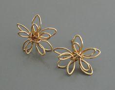 Gold Earrings Flower Earrings Wire by FreshJewelryDesign on Etsy Wire Earrings, Flower Earrings, Earrings Handmade, Handmade Jewelry, Wire Flowers, Spring Flowers, Plating, Delicate, Feminine