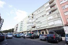 Imagem Vistas de apartamento t2 em Penha de França Multi Story Building, Street View, Street
