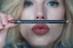 RED REIDING HOOD: www.redreidinghood.com Beauty blogger mac spice lipliner swatch review kylie jenner lips 10$ lip injections hack