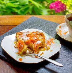 Apricot and Almond Cake - twimii Apricot Slice, Chocolate Olive Oil Cake, Sweet Butter, Cherry Cake, Ground Almonds, Moist Cakes, Almond Cakes, Nigella, Cake Tins