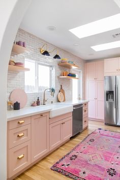 10 Insanely Cool Rooms That Started With a Bohemian Rug : modern kitchen, kitchen cabinets, boho kitchen, kitchen decor ideas Pink Kitchen Decor, Boho Kitchen, Kitchen Interior, Pink Kitchen Cabinets, Pastel Kitchen, Kitchen Island, Kitchen Ideas, Dreamhouse Barbie, Barbie Dream House