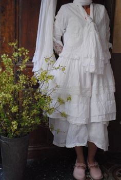 Blanc comme neige : Broderies anglaises et organdi...the shoes, oh my! those shoes!