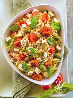Provate ad arricchire l'Insalata di riso alla greca con le olive nere cotte al forno: ci stanno benissimo e renderanno la vostra ricetta una vera delizia!