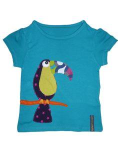 Camiseta personalizada a mano con telas, fieltro y botón. Tucán