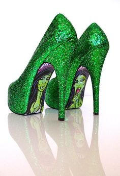 Joker Green Glitter Pumps display as art to wear around kicking arse in a super hero style Crazy Shoes, New Shoes, Me Too Shoes, Zapatos Shoes, Shoes Heels, Maquillage Phosphorescent, Stilettos, Good Girl Gone Bad, Green Heels