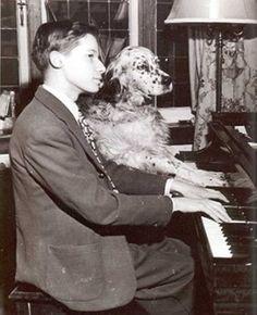Glenn Gould, fue un pianista canadiense, especialmente reconocido como intérprete de la obra para teclado de Johann Sebastian Bach, así como de las obras pianísticas de Arnold Schönberg.