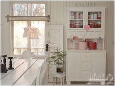 Elämää villa honkasalossa Pink Christmas, Christmas Time, Pastel Pink, Vintage Decor, Shed, Shabby Chic, Gallery Wall, New Homes, Dining