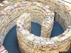 Os brasileiros Marcos Saboya e Gualper Pupo construiram um labirinto de livros no Festival de Londres 2012.  Fonte: Livros & Café