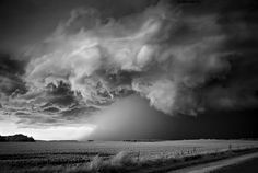 Dobrauner Mitch (Mitch Dobrowner) ....  in 2005 the passion for photography and travel took over, and Mitch went to go all over America in search of breathtaking shots. His series of photographs of thunderclouds, which he did in Texas, won first prize in the competition Sony World Photography Awards 2012.