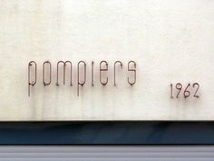 Pompiers 1962 signage in Sainte-Foy-la-Grande, France Retro Signage, Wayfinding Signage, Signage Design, Directional Signage, Typography Letters, Lettering, Graphic Design Typography, Environmental Graphic Design, Environmental Graphics
