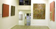 Arts d'Australie • Stephane Jacob au Parcours des Mondes : Abie Loy Kemarre, art aborigene, Bill Whiskey Tjapaltjarri, Kathleen Petyarre, céramiques Bagu